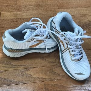 Brooks neutral running shoe Like new